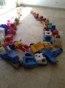 Tony Capellán, Instalación, vehículos plásticos recogidos del mar caribe